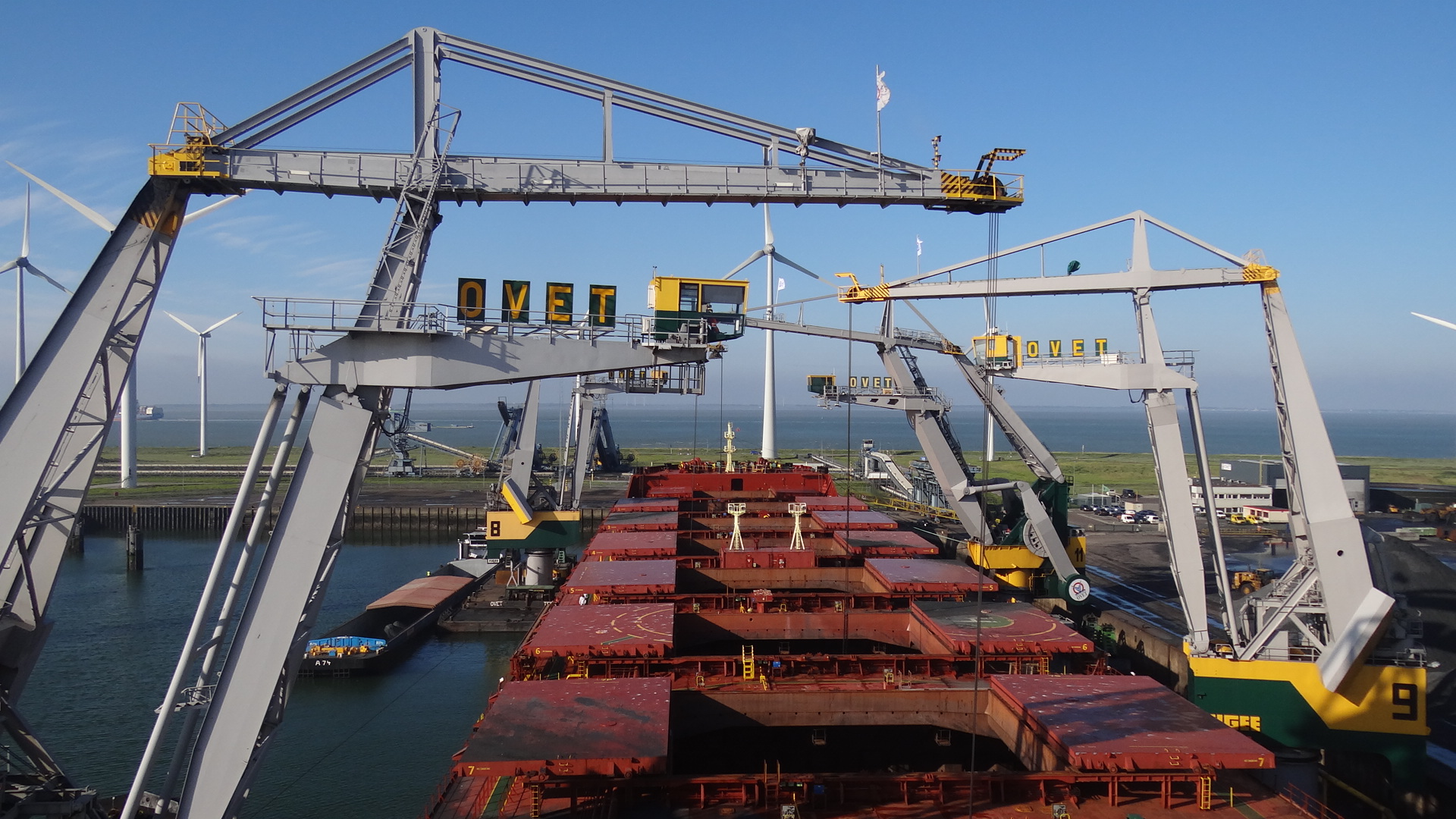 Discharging with 4 Floating cranes